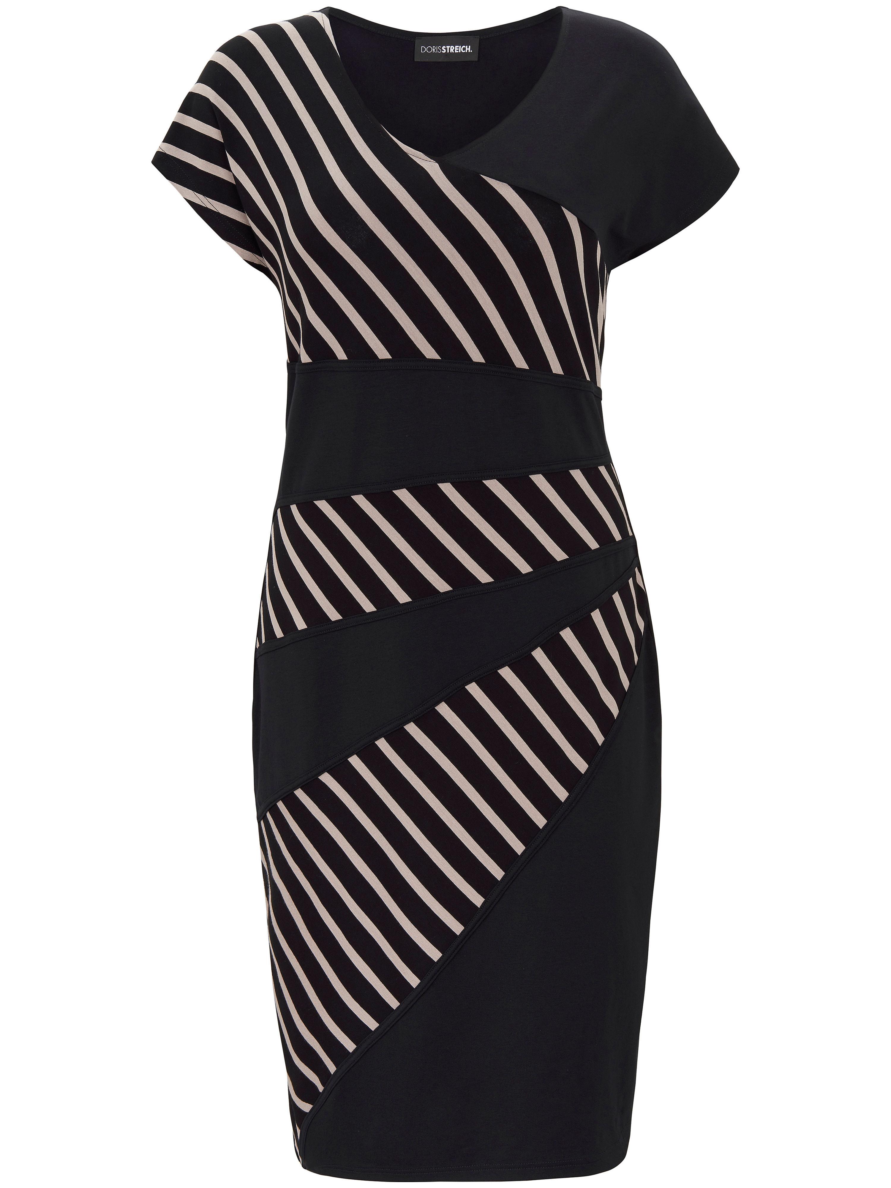 Artikel klicken und genauer betrachten! - Jersey-Kleid von Doris Streich mit 1/4-Arm. Schön fließend, leger geschnitten und superbequem – der weich fallende Jersey trägt nicht auf und bleibt auf Dauer formstabil. Dekorative, raffiniert platzierte Streifen-Einsätze setzen modische Akzente und schmeicheln gleichzeitig der Figur. In 92% Viskose, 8% Elasthan. Länge ca. 101cm. Dieses Jersey-Kleid ist maschinenwaschbar. Schonwaschgang 30°. Chlorbleiche nicht möglich. Nicht heiß Bügeln. Reinigung P. Trocknen im Tumbler nicht möglich. Farbe: Stein/Schwarz. Erhältlich in den Größen: 56,54,52,50,48,46,44,42,40. Hochwertige Qualitätsmode für Damen ab 50 Jahren. | im Online Shop kaufen