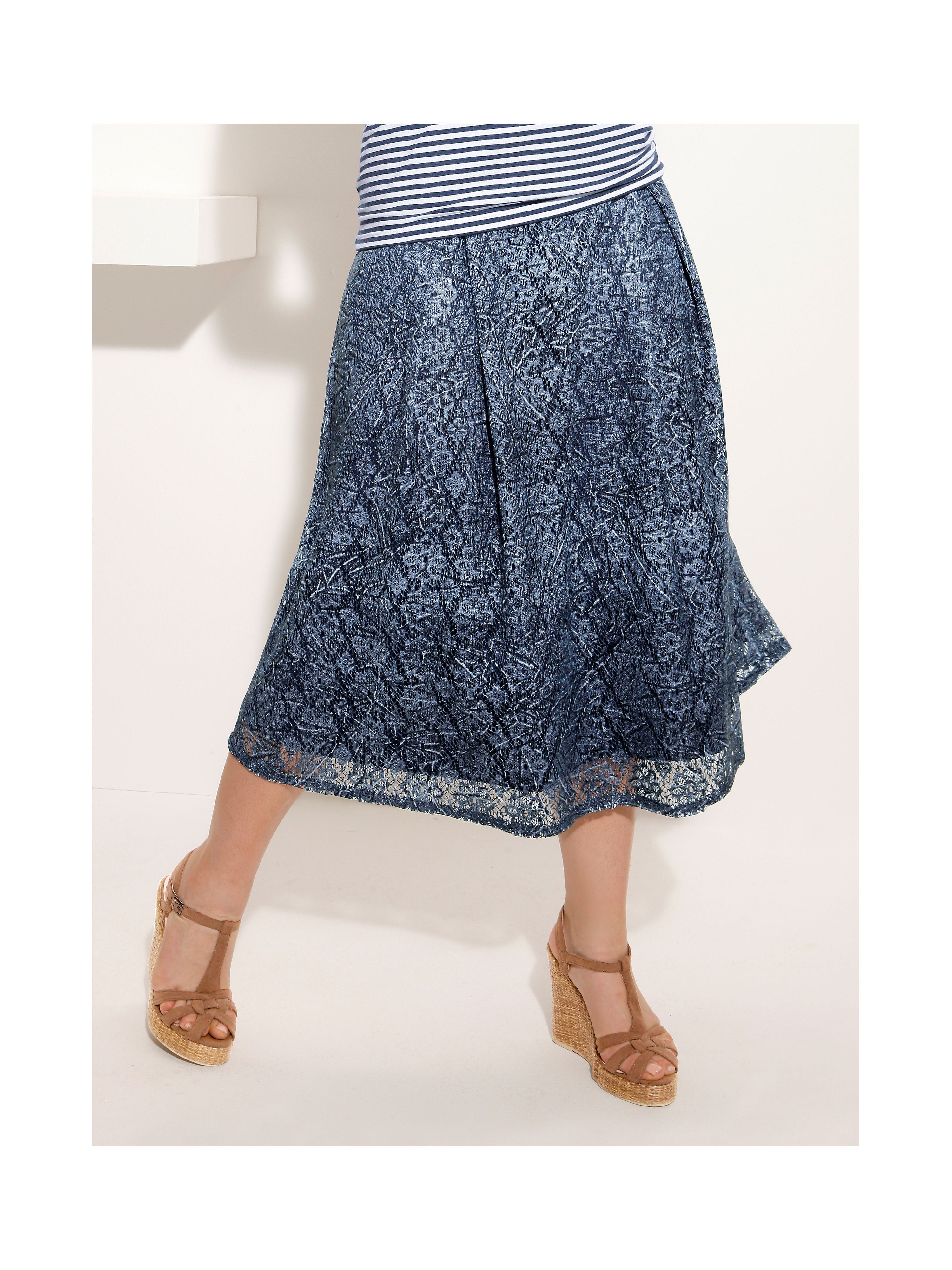 Plus Size Skirts Our hundreds of plus-size skirts elevate your wardrobe with elegant style and uncompromising quality and fit. With so many perfect options in sizes S to 6X, and One Size, you'll want to pair a fun, flirty way skirt with a casual tee shirt or a dressy blouse or top for every occasion.