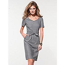 La robe à manches courtes pour 345€